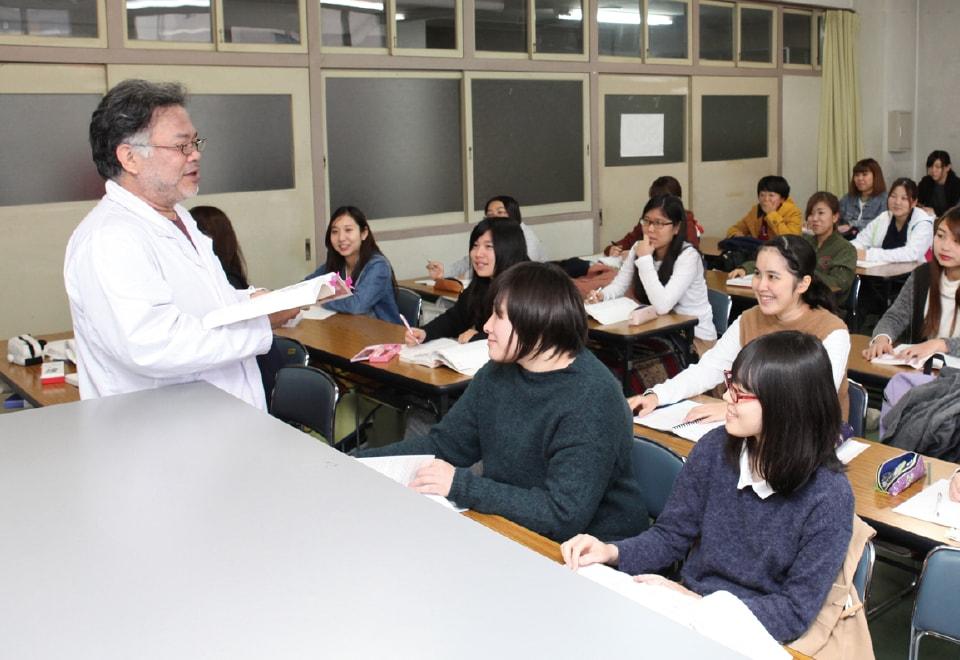 写真:人体構造学の授業の様子