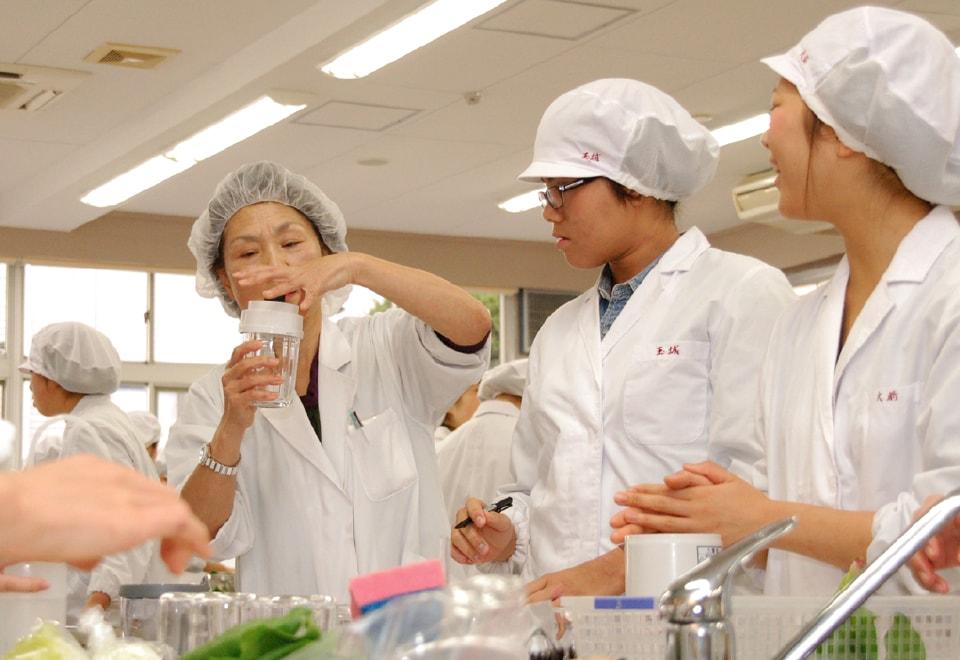 写真:規則栄養学実験の様子