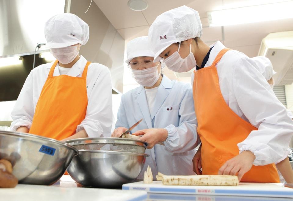 写真:給食経営管理論実習の様子