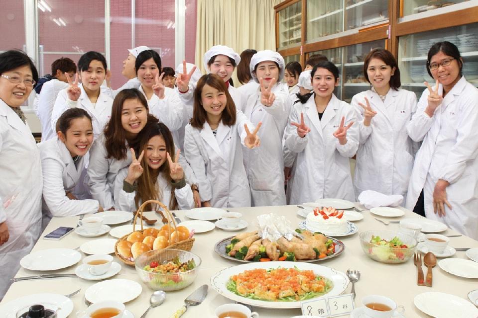 写真:2年次の「栄養学特別演習」での集合写真