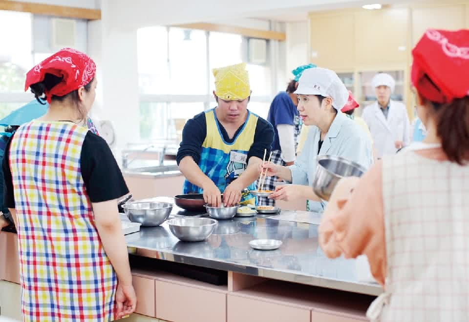 写真:調理実習の様子
