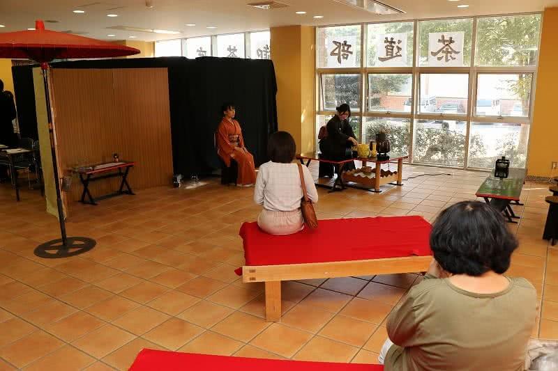 写真:秋の茶会の様子