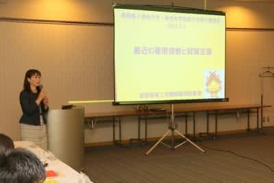 写真:スライドを使って田中麻里氏が説明する様子