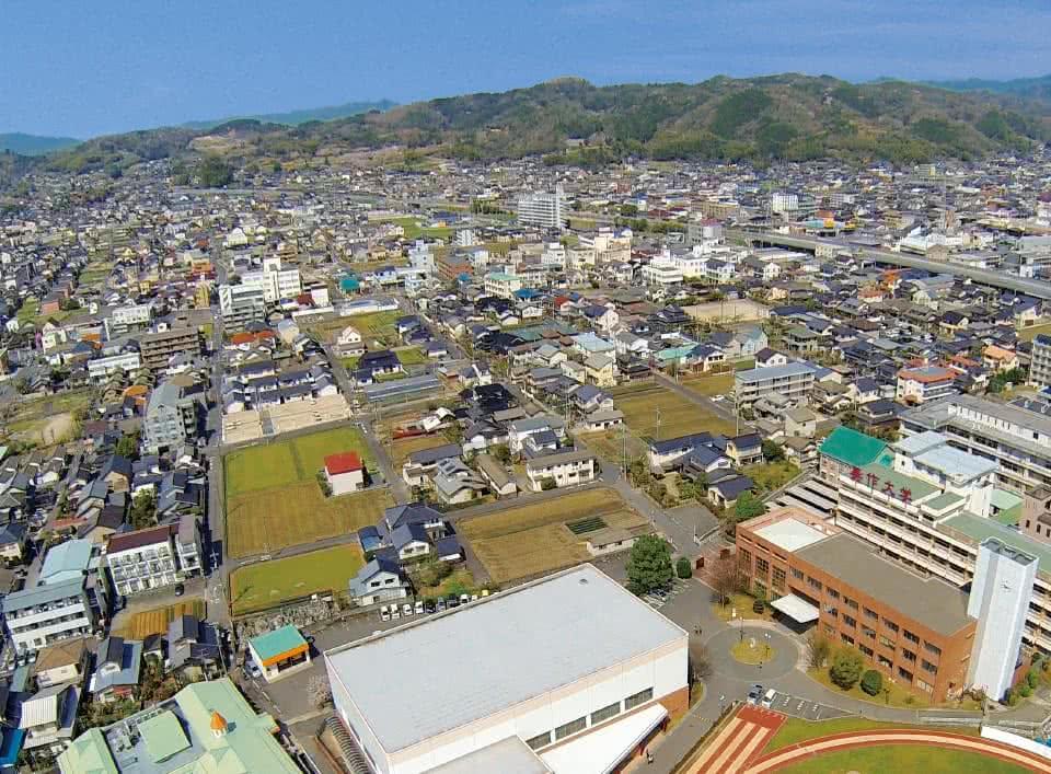 写真:美作大学・美作大学短期大学部を上空から写したもの