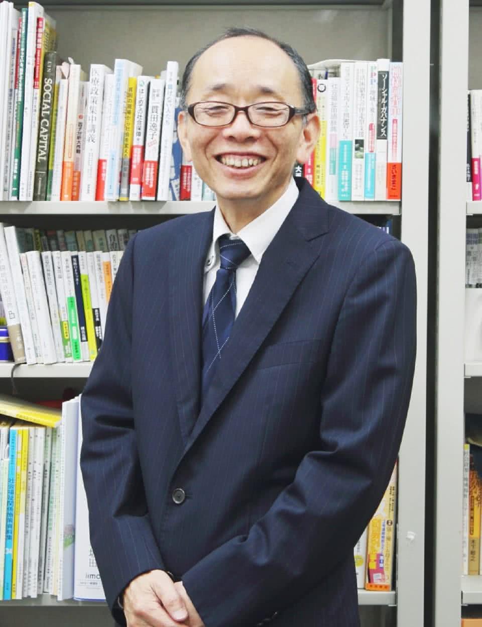 写真:社会福祉学科学科長 小坂田稔