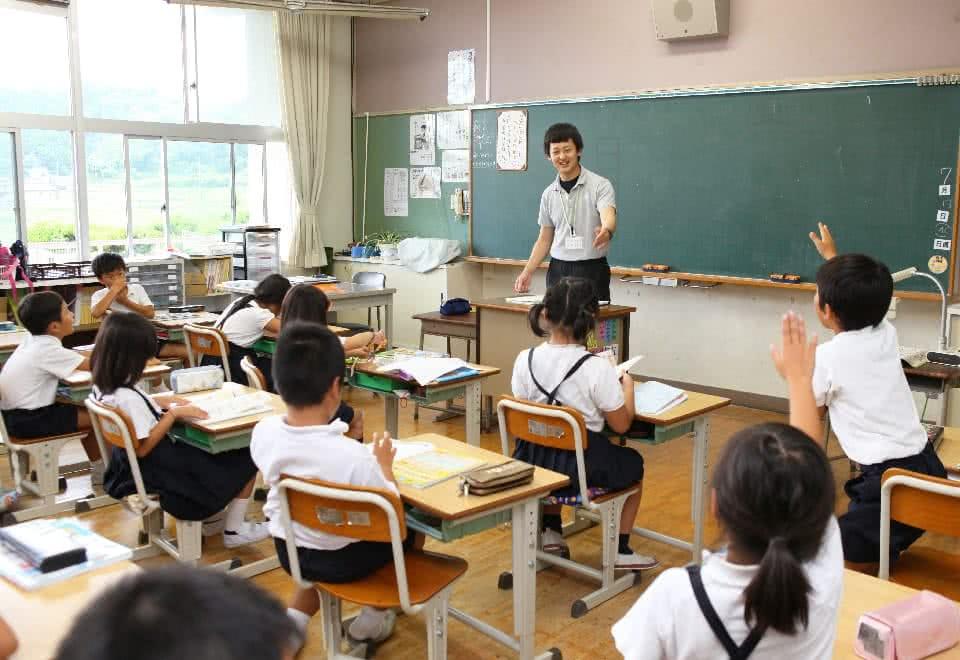 写真:教職実践演習。小学校での授業の様子