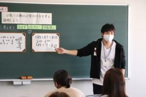 模擬授業する学生の様子