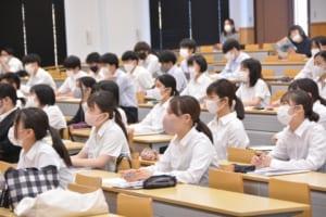 会場の学生の様子