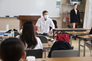 菅原先生の授業の様子