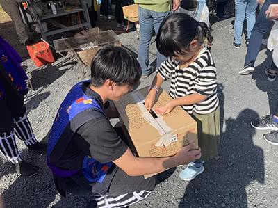 加茂ふれあい祭りでの募金活動の様子