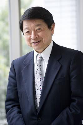 写真:客員教授・片山善博氏